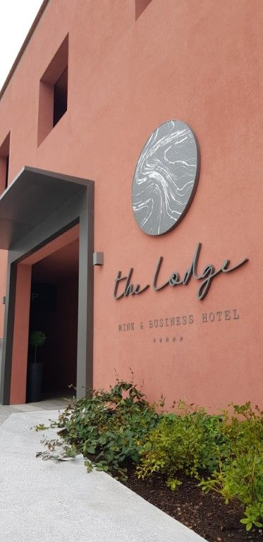 The Lodge - Wine & Business Hotel